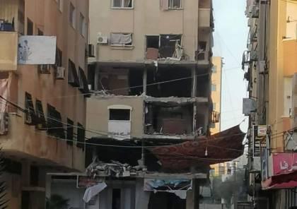 """شاهد.. لحظة استهداف طيران الإحتلال بناية """"الروضة 2"""" في تل الهوا غرب مدينة غزة"""