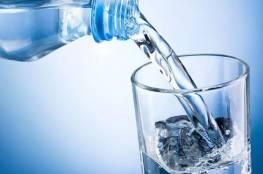 هل من الخطأ شرب الماء أثناء الأكل؟ أسئلة شاملة حول عصب الحياة
