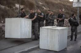 الاحتلال يغلق مدخل بلدة بيت أمر بالمكعبات الإسمنتية