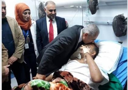 إشتية يزور  عاطف ابو سيف في مجمع فلسطين الطبي