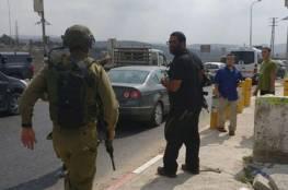 نابلس : اصابة جندي اسرائيلي ومستوطنة في عملية طعن قرب حاجز حوارة وفرار المنفذ