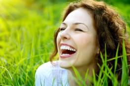 الضحك يخفف جروحك ويشفيكِ من الآلام