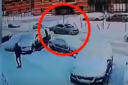 نجاة سائق بأعجوبة إثر انفجار سيارته وهو بداخلها..فيديو