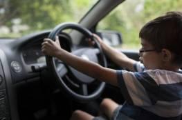 فيديو... أمريكا.. طفل في الخامسة يقود سيارة على طريق سريع