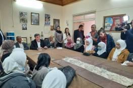 السفير عبد الهادي يكرم باسم الرئيس عددا من الأمهات من المخيمات الفلسطينية بدمشق