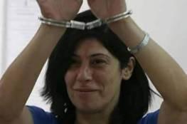 """هآرتس: خالدة جرار تفضح ترسانة التعذيب النفسي التي تمارسها """"إسرائيل"""" ضد الأسرى الفلسطينيين"""