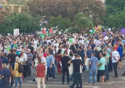بركة يحيي عشرات آلاف المتظاهرين الذين شاركوا في تظاهرة تل ابيب