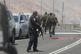 إعلام إسرائيلي: اعتقال شاب على حاجز قلنديا بزعم محاولته تنفيذ عملية طعن