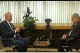 """وزير الحرب الاسرائيلي """"بيني غانتس"""" يظهر على قناة عربية مهددًا حماس بغزة ..!"""