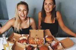 نساء يكسبن 10 آلاف دولار شهريا من الأكل!
