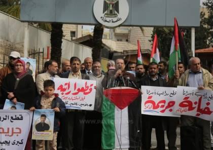 تجمع عوائل الشهداء بغزة: جريمة قطع الرواتب لن تمر