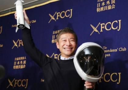 ملياردير ياباني يختار ثمانية أشخاص لمشاركته رحلته إلى القمر