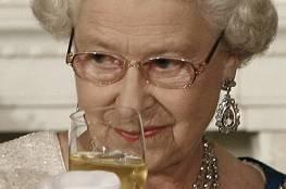 الملكة اليزابيث تتخلى عن تعاطي الكحول بالكامل