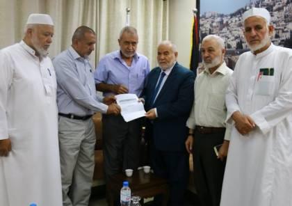 مطالبا الملك سلمان بالافراج عنهم.. بحر يلتقي ممثلي العائلات المعتقلين بالسعودية