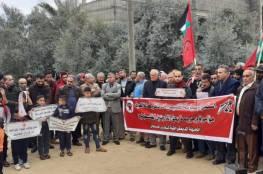 وقفة للديمقراطية وسط قطاع غزة رفضًا لتقليصات الأونروا
