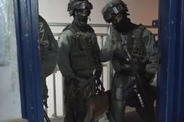 """قوات القمع تقتحم سجن """"عوفر"""" وتجري تدريبات في أحد أقسامه"""