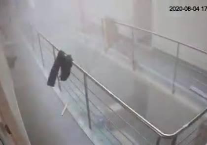 فيديو مرعب.. لحظة إصابة زوجة السفير الهولندي بانفجار بيروت