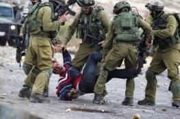 قوات الاحتلال تعتدي بالضرب المبرح على ثلاثة شبان على حاجز عسكري جنوب بيت لحم