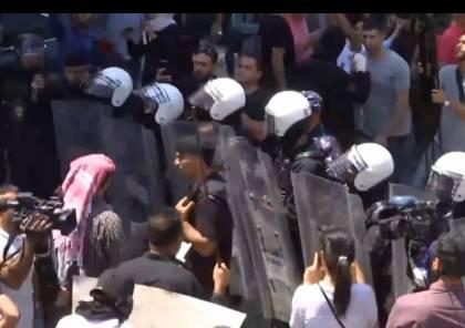 تظاهرة برام الله تنديدًا بوفاة الناشط نزار بنات