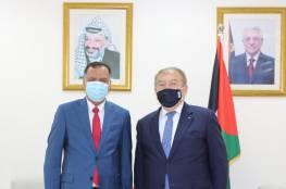 العسيلي يطلع السفير العماني على الأوضاع الاقتصادية في فلسطين
