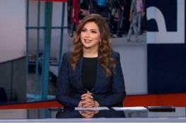 """لقطة طريفة.. مذيعة الجزيرة """"إيمان عياد"""" تنسى اسم زميلها (شاهد)"""