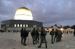 الاحتلال يُبعد رئيس لجنة المقابر الإسلامية بالقدس 15 يومًا عن البلدة القديمة