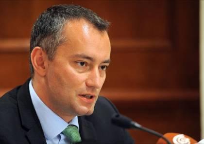 ملادينوف يحذر من مغبة ضم إسرائيل للضفة وانهيار السلطة نتيجة الأزمة المالية الخطيرة
