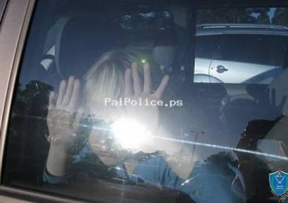 شرطة بيت جالا تنقذ طفلتين في اللحظات الاخيرة من مركبة مغلقة