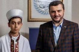 فتى تركي يبلغ من العمر 12 عاما يختم القرآن كاملا بقراءة واحدة