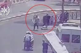 """شاهد: شرطة الاحتلال تنشر تسجيلا لـ """"عملية الطعن """" التي نفذتها سيدة اليوم بالقدس"""