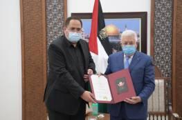 الرئيس يمنح المناضلة جميلة صيدم وسام نجمة الاستحقاق