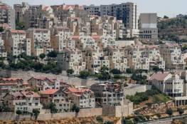 صحيفة عبرية: بالتوازي مع هجمة استيطانية.. ماذا وراء تسهيلات إسرائيل للفلسطينيين؟
