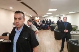 انهيار وزير الاتصالات الإسرائيلي بالكنيست اليوم والطيبي اول من هرع لمساعدته
