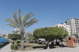 بلدية غزة تشرع بحملة لتنظيف وصيانة حديقة الكتيبة غرب المدينة