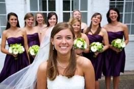 طرق التعامل مع صديقاتك الغيورات في العرس