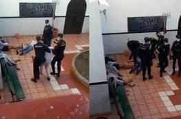 فيديو مروع للشرطة الإسبانية تعتدي على قاصرين مغاربة بوحشية داخل مسجد يثير ضجة!