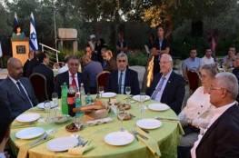 """سفراء مصر والأردن وتركيا ضيوف مائدة إفطار الرئيس """"الإسرائيلي"""""""