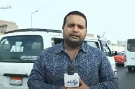 فيديو: دراجة نارية تصدم مراسل قناة مصرية على الهواء مباشرة