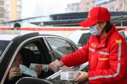 شاهد.. سائق تاكسي صيني يطرد راكبا لأنه سعل!