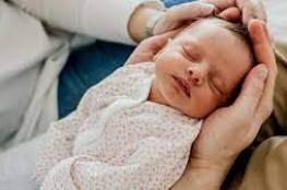 ماذا يحدث عندما يأخذ الطفل أنفاسه الأولى؟