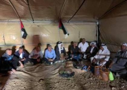 خيمة اعتصام على جبل المنطار شرق السواحرة لمواجهة اعتداءات المستوطنين