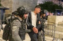 قوات الاحتلال تقمع مئات المقدسيين في باب العامود وتعتقل عددا منهم
