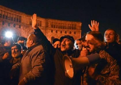 احتجاجات على اتفاق كاراباخ.. اقتحام مقر حكومة أرمينيا (فيديو)
