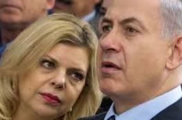 زوجة نتنياهو تتحدى الاحتجاجات بسيارة مصفحة تتجاوز قيمتها المليون شيكل