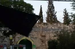 صور: سلطات الاحتلال تجلب معدات معدنية و تنصب كاميرات ذكية عند باب الأسباط