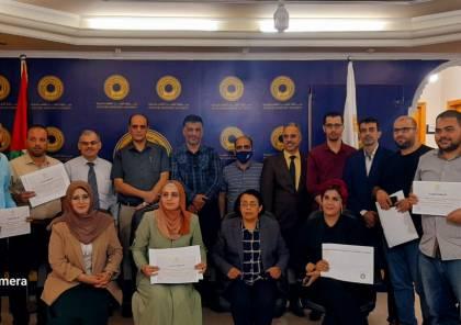 نقابة الصحفيين وسلطة النقد تنظمان دورة للصحفيين في غزة