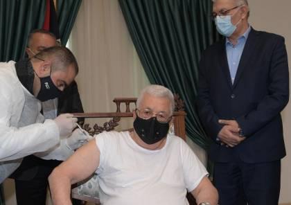 """شاهد: الرئيس عباس يتلقى اللقاح المضاد لفيروس """"كورونا"""""""