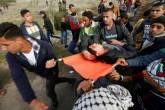 إصابة 6 شبان برصاص الاحتلال وآخرين بالاختناق بالغاز شرق غزة