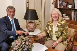 السفير طوباسي يُسلم رسالة تعزية من الرئيس لرئيس الوزراء اليوناني