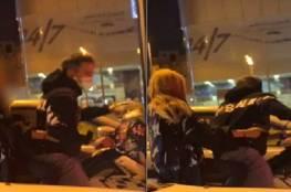 فتاة تحمل سلاحا وتتجول بشوارع الطائف... والشرطة تعلق.. فيديو